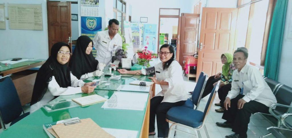 Pemeriksaan Kesehatan Dari Puskesmas Banjarejo di Kantor Kelurahan Banjarejo